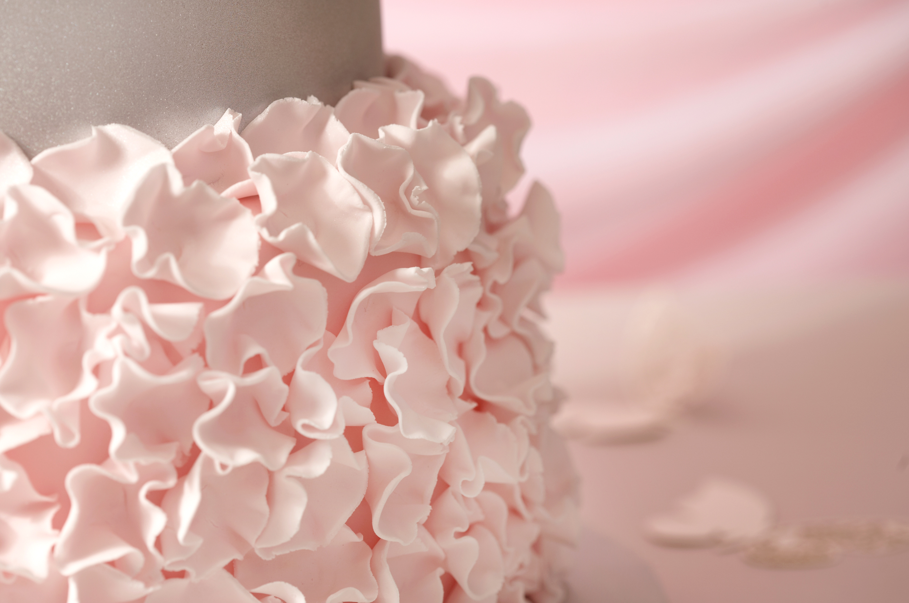 How To Make A Pink And Metallic Wedding Cake