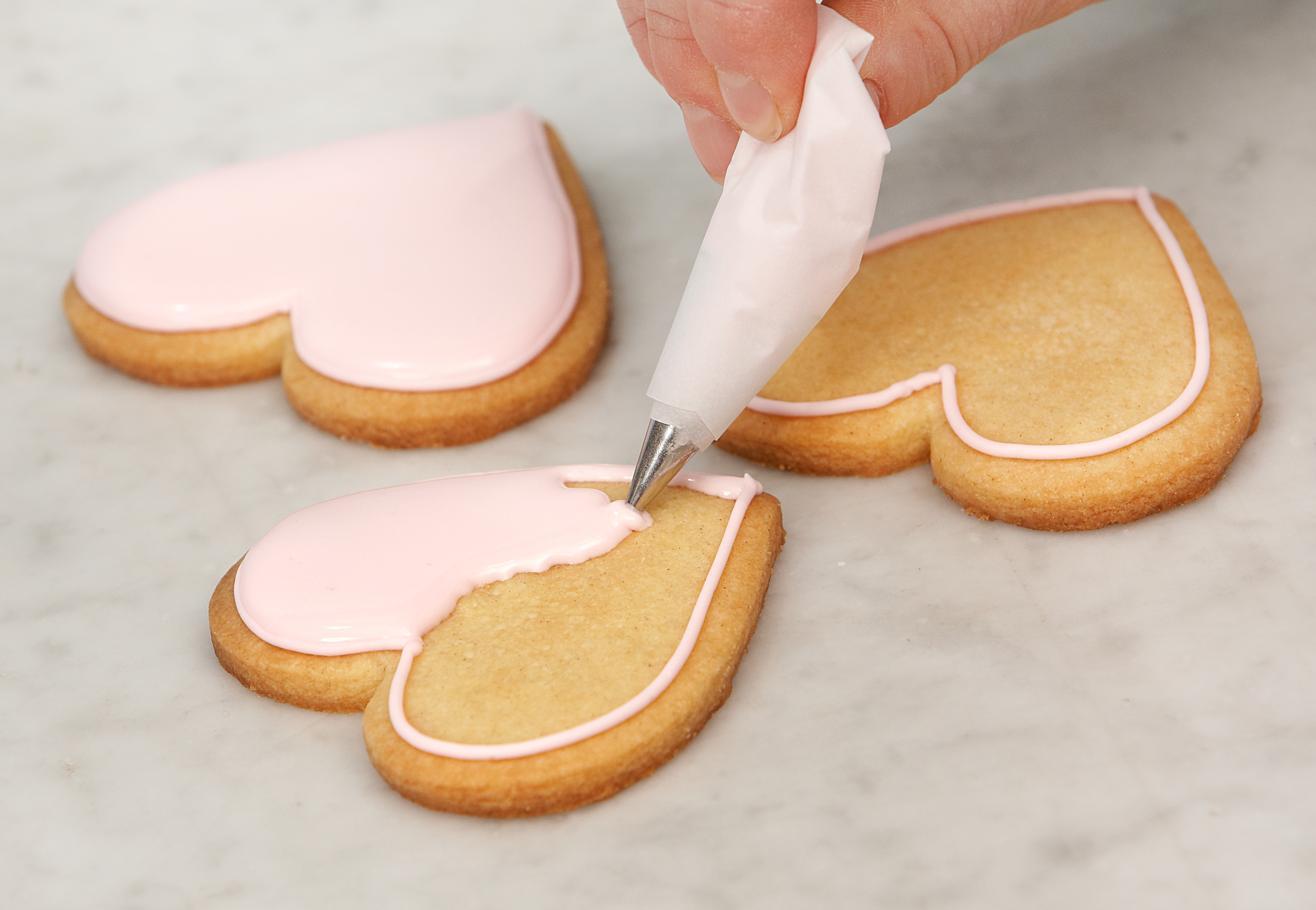 Video: Royal Icing Flooded Heart Biscuits
