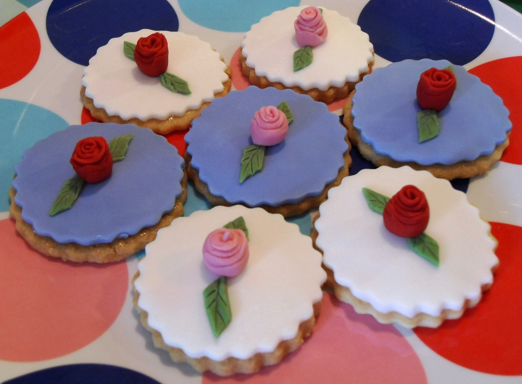 Fondant Rose Shortbread Biscuits