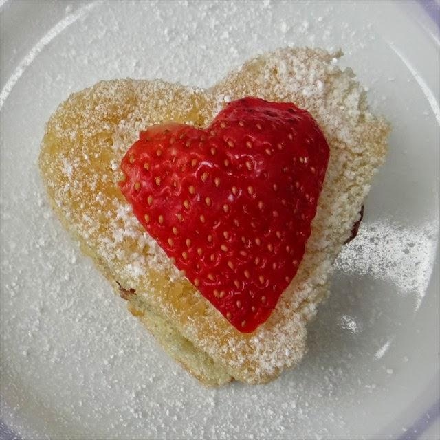Mini Valentine's Victoria Sponges